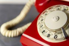 Teléfono retro rojo Fotos de archivo libres de regalías