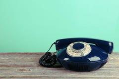 Teléfono retro viejo Imágenes de archivo libres de regalías