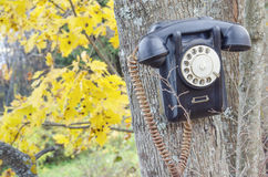 Teléfono roto viejo imagenes de archivo