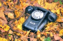 Teléfono roto viejo foto de archivo libre de regalías