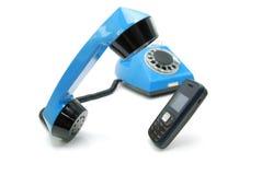 Teléfono viejo y teléfono móvil Imagenes de archivo