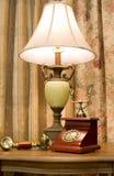 Teléfono y lámpara Imagen de archivo