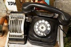 Teléfono y ordenador antiguos Imagenes de archivo