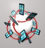 Teléfonos elegantes y red de comunicaciones globales de Apps Fotografía de archivo libre de regalías