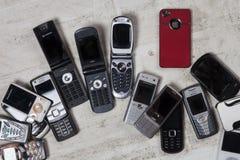 Teléfonos móviles viejos - teléfonos celulares Imagen de archivo libre de regalías