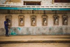 Teléfonos públicos en Cuba Imagen de archivo libre de regalías