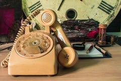Teléfonos y efectos de escritorio Imágenes de archivo libres de regalías