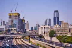 Tel Aviv - 10 04 2017: Ayalon ruch drogowy w Tel Aviv i droga Zdjęcie Royalty Free