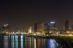 Tel Aviv bij nacht. Israël Stock Foto's