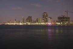 Tel Aviv bis zum Nacht Stockfoto