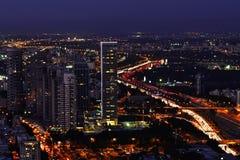 Tel Aviv cityscape på natten Fotografering för Bildbyråer