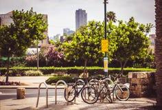 Tel Aviv cyklar parkering Fotografering för Bildbyråer
