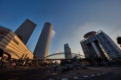Tel Aviv - 9 de diciembre de 2016: Alameda en Tel Aviv, calle VI de Azrieli imagen de archivo libre de regalías