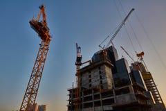 Tel Aviv - 9 de diciembre de 2016: Trabajo de las grúas de construcción en el teléfono Avi Imagen de archivo libre de regalías