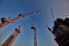 Tel Aviv - 9 de diciembre de 2016: Trabajo de las grúas de construcción en el teléfono Avi Fotografía de archivo