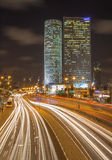 Tel Aviv - de wolkenkrabbers van Azrieli-Centrum bij nacht door Moore Yaski Sivan Architects met het meten van 187 m Stock Foto's