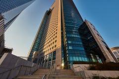 Tel Aviv - 9 December, 2016: Högväxta byggnader i Tel Aviv stadscen Royaltyfri Fotografi