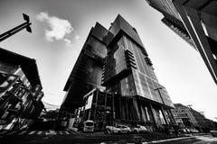 Tel Aviv - 9 December, 2016: Högväxta byggnader i Tel Aviv stadscen Arkivfoton