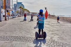 Tel Aviv - 4 December, 2016: Toeristen op een segway reis in Te Royalty-vrije Stock Fotografie