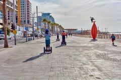 Tel Aviv - 4 December, 2016: Toeristen op een segway reis in Te Royalty-vrije Stock Afbeeldingen