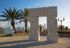 Tel Aviv - den moderna moderna skulpturstatyn av tro i Gan HaPisga Summit Garden Arkivfoto