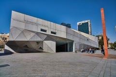 Tel Aviv - 10 02 2017: Esterno del museo di arte di Tel Aviv e monu di arte Fotografia Stock