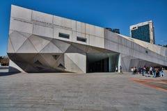 Tel Aviv - 10 02 2017: Esterno del museo di arte di Tel Aviv e monu di arte Fotografie Stock Libere da Diritti