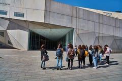 Tel Aviv - 10 02 2017: Esterno del museo di arte di Tel Aviv e monu di arte Fotografie Stock