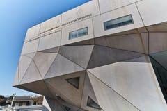 Tel Aviv - 10 02 2017: Esterno del museo di arte di Tel Aviv e monu di arte Immagine Stock Libera da Diritti