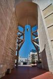 Tel Aviv - 10 02 2017: Esterno del museo di arte di Tel Aviv e monu di arte Fotografia Stock Libera da Diritti