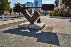 Tel Aviv - 10 02 2017 : Extérieur de Musée d'Art de Tel Aviv et monu d'art Photographie stock
