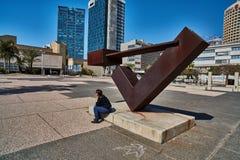 Tel Aviv - 10 02 2017 : Extérieur de Musée d'Art de Tel Aviv et monu d'art Photographie stock libre de droits
