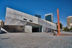 Tel Aviv - 10 02 2017 : Extérieur de Musée d'Art de Tel Aviv et monu d'art Images stock