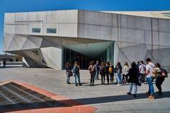 Tel Aviv - 10 02 2017 : Extérieur de Musée d'Art de Tel Aviv et monu d'art Photo stock