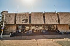 Tel Aviv - 10 02 2017: Exterior del museo de arte de Tel Aviv y monu del arte Fotografía de archivo