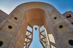 Tel Aviv - 10 02 2017: Exterior del museo de arte de Tel Aviv y monu del arte Imagen de archivo libre de regalías