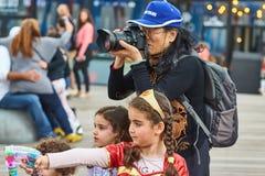 Tel Aviv - 20 février 2017 : Passionnés de Krishna de lièvres célébrant d Images libres de droits