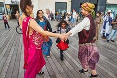 Tel Aviv - 20 février 2017 : Passionnés de Krishna de lièvres célébrant d Photo stock