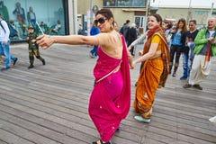 Tel Aviv - 20. Februar 2017: Hasen Krishna-eifrige Anhänger, die d feiern stockfotos