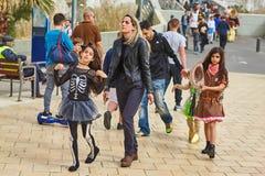 Tel Aviv - 20 Februari 2017: Mensen die kostuums in Israël D dragen stock foto