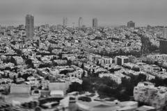 Tel Aviv - 10 06 2017: Flyg- sikt på Tel Aviv vägar och propert Royaltyfri Fotografi