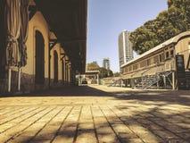 TEL AVIV, ISRAËL - JUNI 23, 2018: Overzicht van de sporen en een wagen, in het oude station in Tel Aviv, Israël royalty-vrije stock foto