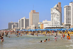 Sommer am Strand in Tel Aviv Lizenzfreie Stockbilder