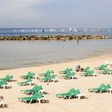 Tel Aviv, Israel - 4 de fevereiro de 2017: Os povos estão relaxando na praia do telefone Baruch em Tel Aviv fotos de stock