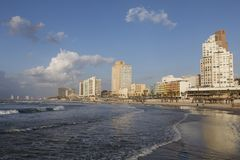 TEL AVIV ISRAEL - December 26, 2016: Tel Aviv strand: strand Arkivbilder