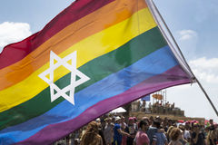 TEL AVIV - ISRAEL 12 JUNI 2015 judisk stolthetflage på telefon Aviv Ga Royaltyfri Bild