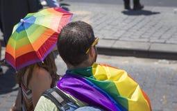 TEL AVIV - ISRAEL 12 JUNI 2015 telefon Aviv Gay Pride ståtar Arkivbilder