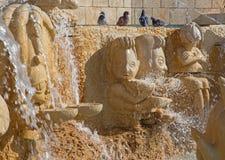 Tel Aviv - la fontana moderna dello zodiaco sul quadrato di Kedumim con le statue dei segni astrologici Fotografie Stock Libere da Diritti