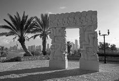 Tel Aviv - la statue contemporaine moderne de sculpture de la foi en Gan HaPisga Summit Garden avec les scènes bibliques image libre de droits