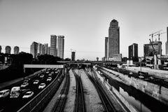 Tel Aviv le 3 décembre 2016 : Ville de Tel Aviv la nuit, Ayalon haut Image stock